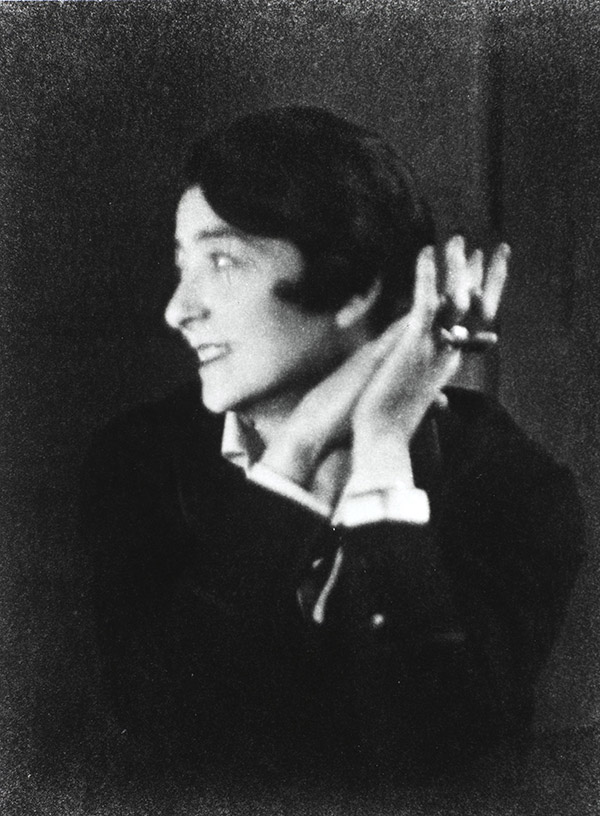 The remarkable Eileen Gray. Portrait by Berenice Abbott,Paris, 1926