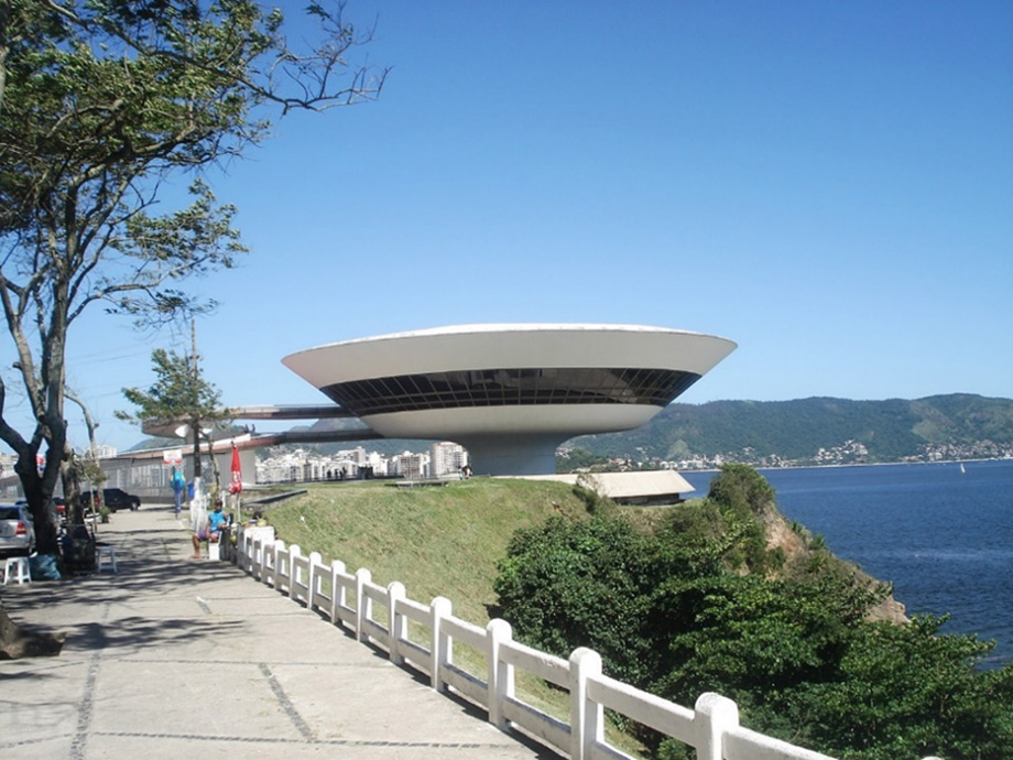 A virtual tour of Oscar Niemeyer's Museu de Arte Contemporânea de Niterói, Brazil